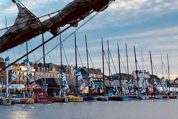 L'ensemble des Imoca dans le bassin de Saint-Malo, avant le départ de la Route du Rhum 2018