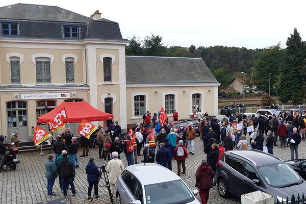 Manifestation devant la gare de St-Junien ce 6 octobre 2020.