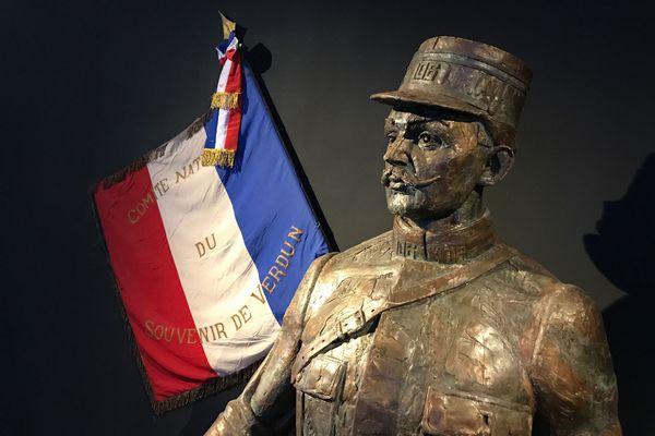 Le buste de l'écrivain Maurice Genevoix au Mémorial de Verdun.