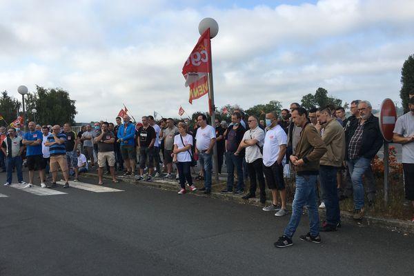 Les salariés de la fonderie aluminium à Ingrandes-sur-Vienne, en grève, jeudi 16 septembre, à l'appel de l'intersyndicale.