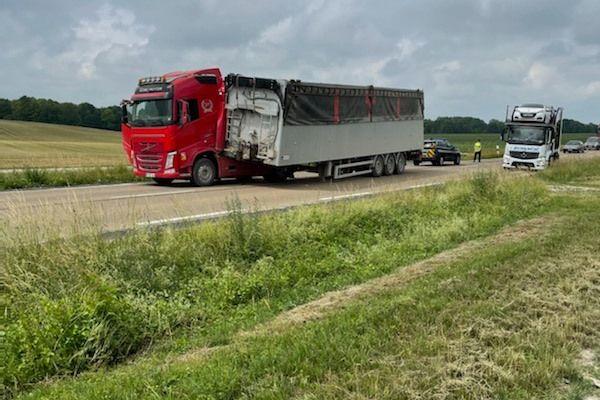 La remorque du poids lourd s'est retrouvé sur l'autre voie, sur la N4 dans la Marne.