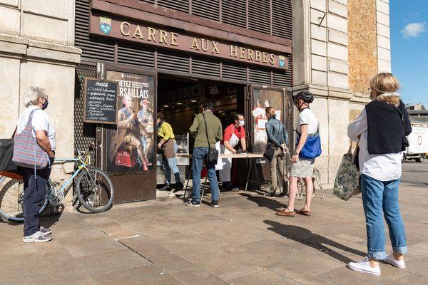 Les commerçants des emplacements situés dans les halles du marché Notre-Dame vont aussi pouvoir bénéficier d'une exoneration des loyers jusqu'à la fin du confinement.