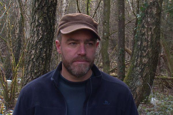 Sébastien Mougey est producteur de sève de bouleau bio dans le Doubs.