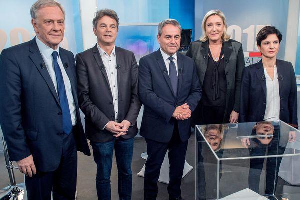 En 2015, lors des élections régionales du Nord Pas-de-Calais. De gauche à droite : Pierre de Saintignon (PS), Fabien Roussel (PCF), Xavier Bertrand (ex-LR), Marine Le Pen (RN) et Sandrine Rousseau (EELV). Elle terminera cinquième du scrutin.