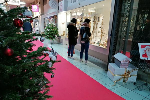 A Clermont-Ferrand, les rues commerçantes étaient moins fréquentées qu'à l'accoutumée en ce 1er dimanche de décembre.