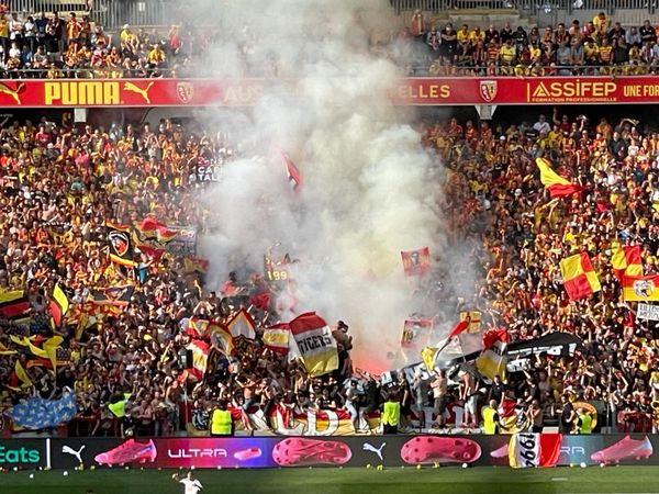 Dix fumigènes ont été déclenchés dans l'enceinte du stade pendant la rencontre. Une personne a été interpellée et placée en garde à vue pour ce motif.
