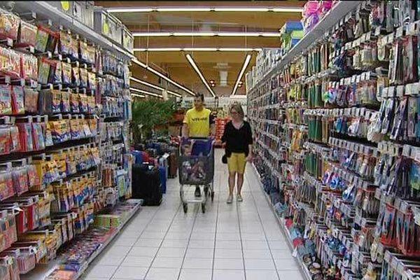 Rayon des fournitures scolaires à Mâcon dans un grand magasin