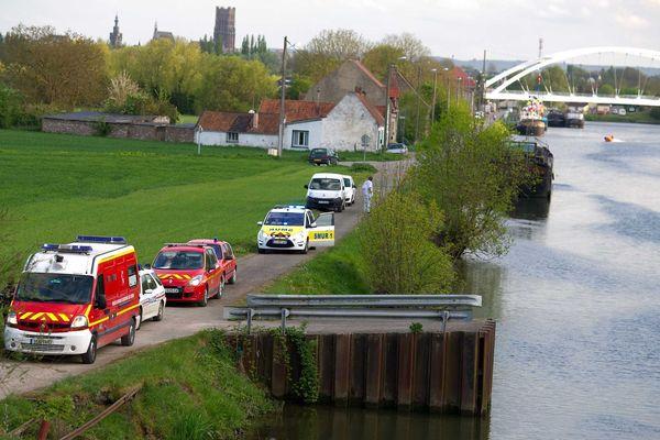 Noyade a bethune dans le canal d'Aire. Une femme decedee , son conjoint recherché. Les pompiers sur place ce jeudi soir.