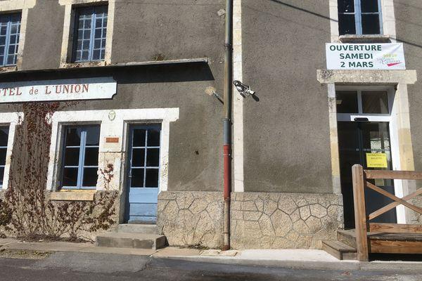 La commune a acheté le bar de l'hôtel de l'Union fermé en 2012 pour y ouvrir l'épicerie automatique.