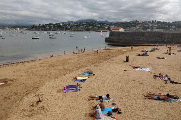 Au Pays basque, on profite de la plage presque par tous les temps...
