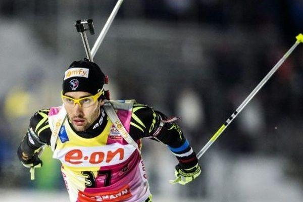 Martin Fourcade durant la première étape de la coupe du monde 2013/2014 de biathlon