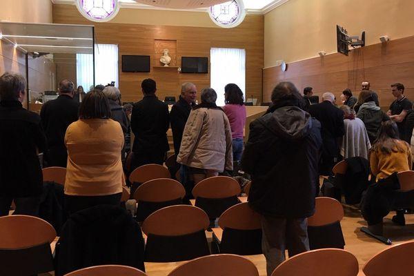 La salle d'audience, juste avant le retour de la Cour pour l'annonce du verdict.