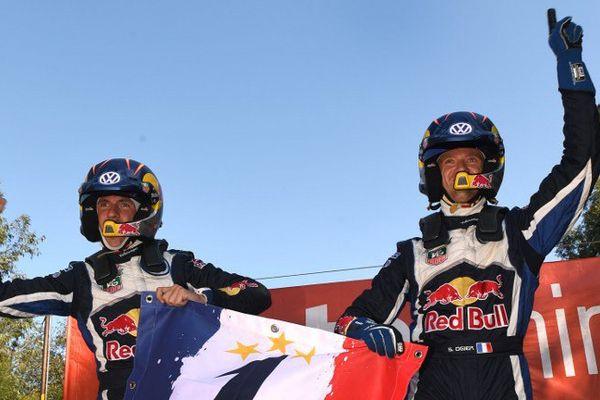 Sébastien Ogier et Julien Ingrassia sur la ligne d'arrivée du rallye d'Australie.