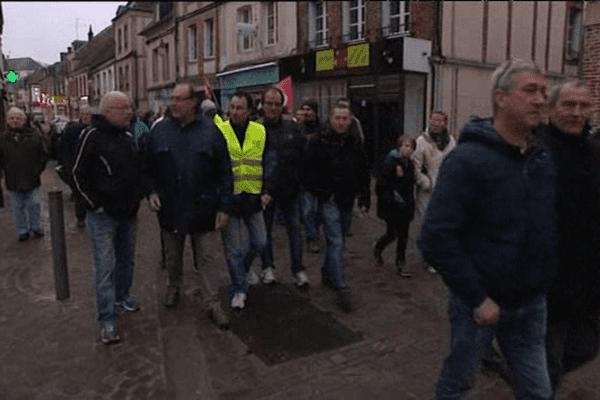 Une centaine de salariés d'Eurofoil ont manifesté dans les rues de l'Aigle jeudi soir