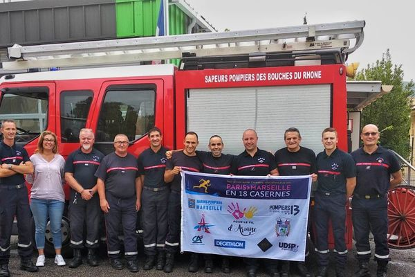 Lionel avec ses collègues sapeurs-pompiers des Bouches-du-Rhône à Allauch