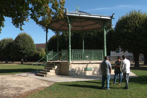 Le kiosque a été reconstruit en 2017 en hommage à Baptiste Chevreau.