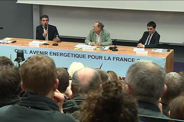 Quel avenir énergétique pour la France ? Le débat semble passionner les Grenoblois. L'affluence était record ce jeudi 29 mars au soir dans l'amphi de l'université Stendhal.