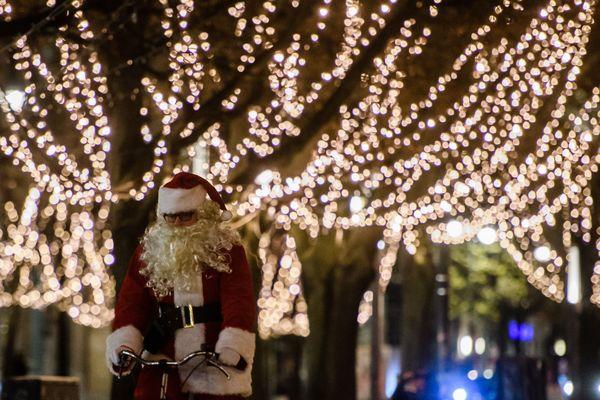 Aux dernières nouvelles, le père Noël est toujours attendu pour le 24 décembre au soir