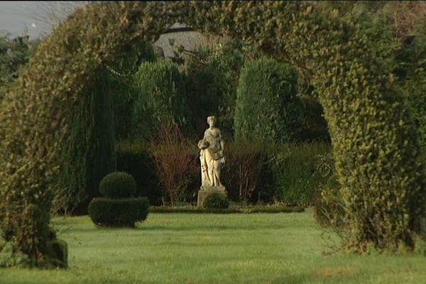 Le jardin du château de Kolbsheim s'étale sur 30 hectares, mêlant parterres à la françaises, terrasses à l'italienne et un parc à l'anglaise.