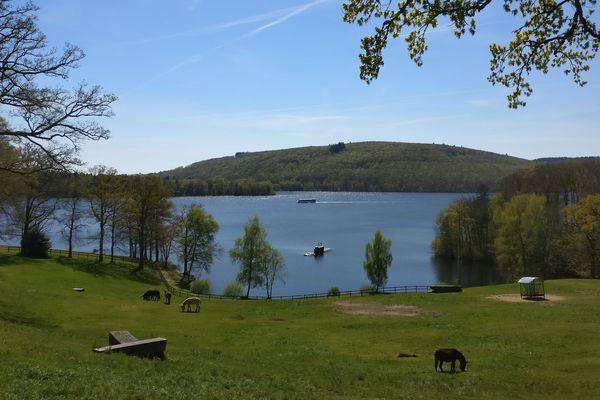 Le Limousin ne sait pas suffisamment se vendre par rapport à d'autres territoires : exemple le lac de Vassivière qui peine à attirer les touristes.