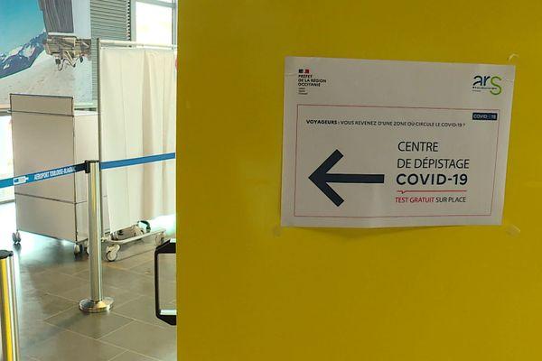 Dans ces cabines installées dans l'aérogare de Toulouse-Blagnac, les voyageurs en provenance de pays à risque peuvent faire un test de dépistage gratuit du Covid-19.