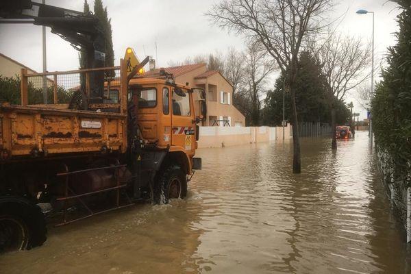 À Claira, ce n'est pas tant les précipitations de la nuit mais plutôt les inondations des communes en amont comme celle de Rivesaltes qui se déversent progressivement sur la commune