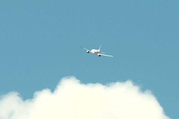 Un avion dans le ciel héraultais près de l'aéroport de Montpellier - juillet 2018