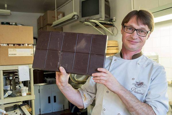 Vincent Frodefond travaille aussi le chocolat, sans sucre, pour les diabétiques.