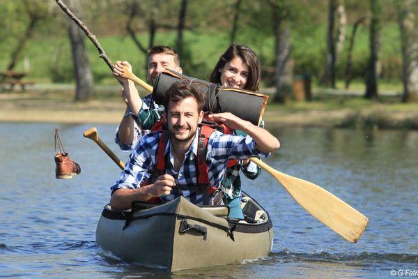 Amandine, Antoine et Clément vont parcourir près de 1000 kilomètres en canoë en deux mois.
