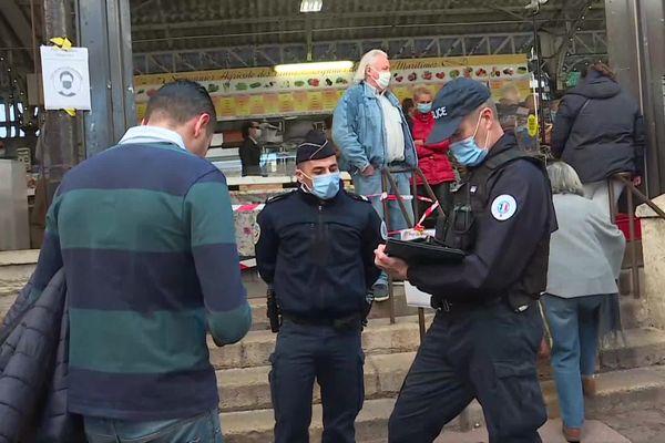 Verbalisé pour non-port du masque le dimanche 21 février 2021, ce passant antibois tente d'expliquer qu'il allait mettre son masque en montant dans son véhicule. Sans succès.