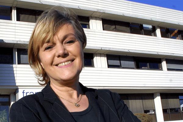Marie-Laure Augry devant les locaux de France 3 Sud en 2003