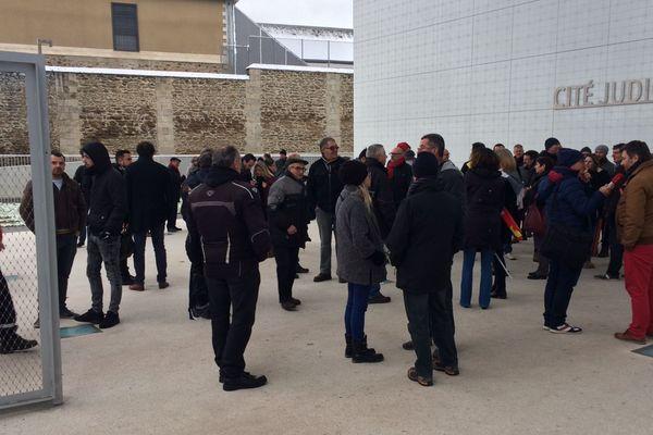 Rassemblement des cheminots limousins devant la Cité judiciaire de Limoges en soutien aux secrétaires de CHSCT, assignés en justice par leur direction.