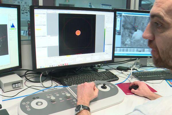 """Microscope électronique à transmission le """"Nant'Themis"""" de l'Institut des Matériaux Jean Rouxel (IMN) à Nantes."""