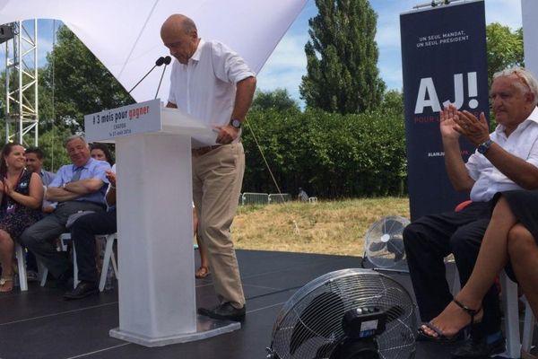 Alain Juppé fait sa rentrée, à trois mois du premier tour des primaires de la droite et du centre, à Chatou, dans les Yvelines.