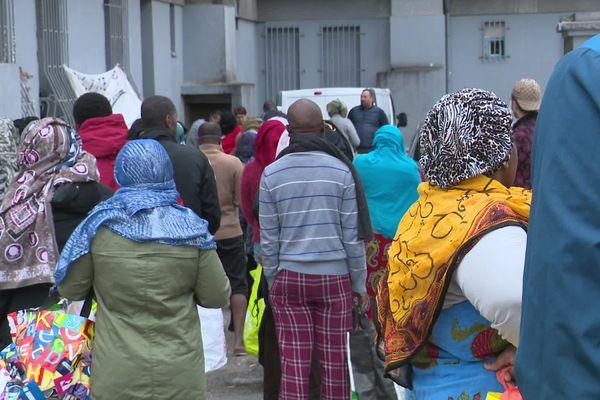 Covid-19 : la solidarité s'organise dans le quartier de la Maison Blanche à Marseille.
