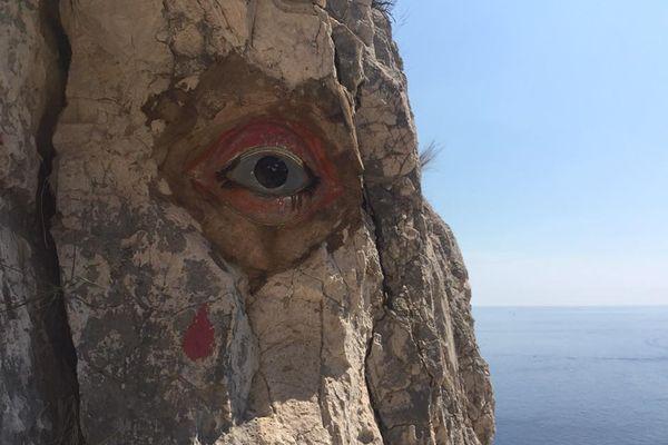 L'oeil en céramique de la Calanque de l'oeil de verre (Saint-Jean-de Dieu) entre Marseille et Cassis.