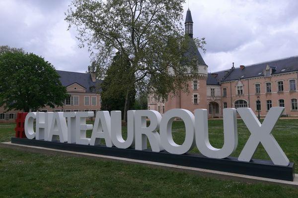"""""""Châteauroux"""" écrit en lettres géantes dans le Parc Balsan"""