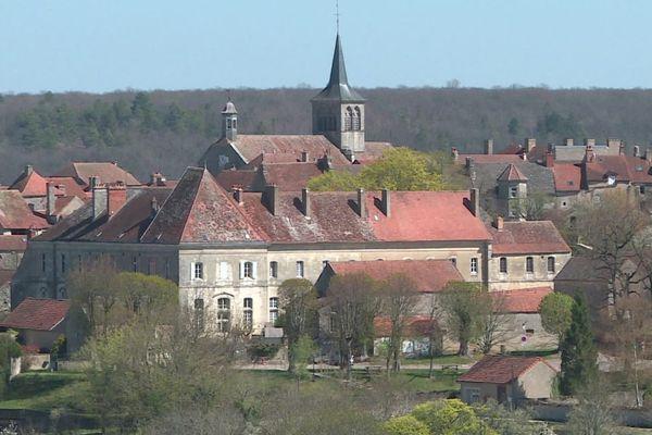 Flavigny-sur-Ozerain, en Côte-d'Or, est l'un des plus beaux villages de France