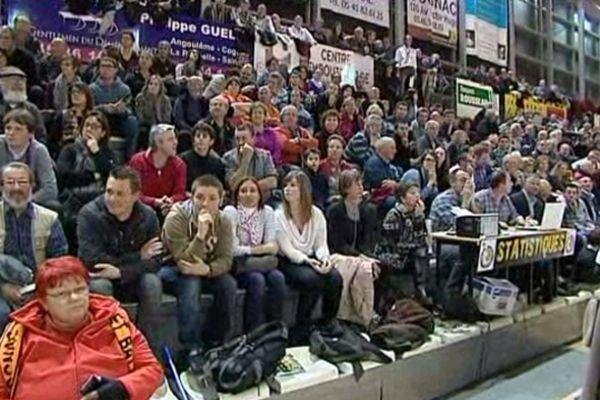 2300 spectateurs ont assisté à ce derby de basket à Cognac.
