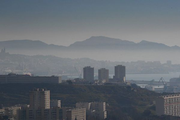 Pollution à Marseille -Archives