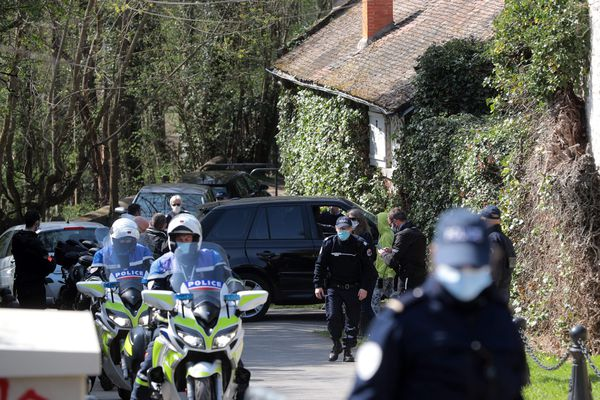 Le couple Tapie victime d'une agression et d'un cambriolage dans leur résidence secondaire à Combs-la-Ville en Seine-et-Marne.