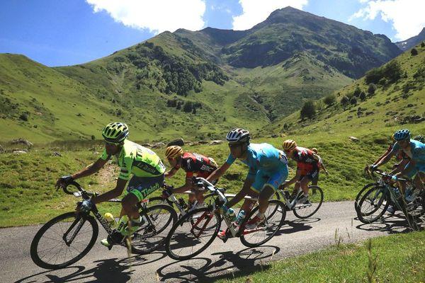 L'Espagnol Alberto Contador, l'Australien Richie Porte, l'Italien Fabio Aru et l'Américain Tejay Van Garderen lors du Tour de France, le 9 juillet 2016 entre Pau et Bagnères-de-Luchon.