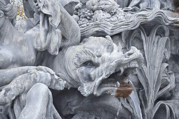 Zoom sur un monstre de la fontaine d'Amphitrite.
