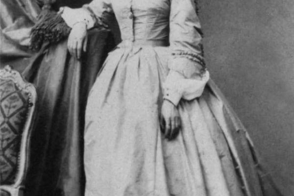 En 1861, Julie-Victoire Daubié est la première femme à passer le baccalauréat en France. Elle a alors 37 ans.