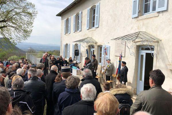 Cérémonie devant la Maison des enfants d'Izieu.
