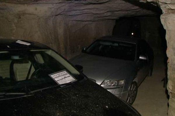 Les voitures découvertes le 28 mars 2014 dans une champignonnière près de Châtellerault (86).