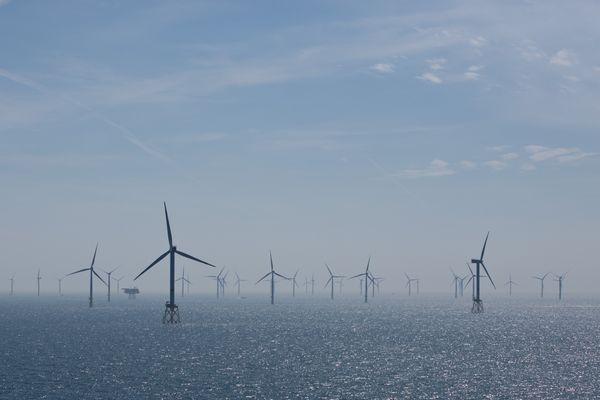 Un parc éolien offshore sur la mer du Nord, au large de l'archipel d'Helgoland, en Allemagne.