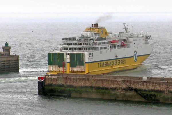 Le 14 août, le car-ferry transmanche quitte le port de Dieppe