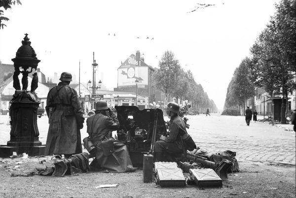 Des soldats allemands pendant la bataille de Lille en mai 1940.
