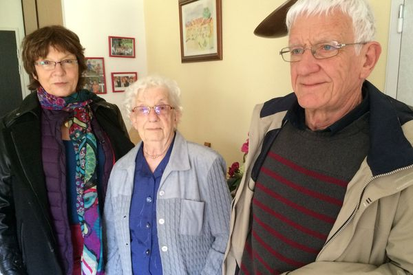 Anne-Marie et Jean-François sont des soutiens importants pour leurs ascendants (Marcelle au milieu) et leurs enfants
